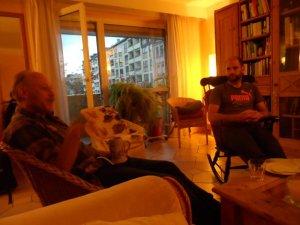 Elmar (links) erzählt, was er sich vorstellt, der Farn (mitte) und Wolfgang (rechts) hören zu.