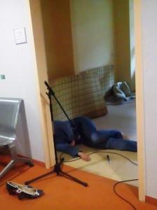 """""""The face on the cutting room floor"""", oder: Wie erzeugt man am realistischsten das Geräusch eines zu Boden fallenden menschlichen Körpers? -- Richtig..."""