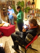 Ob Handy, Papier oder Tablet - Hauptsache das akuelle Skript